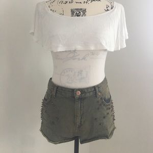 ONE OF A KIND TOP SHOP STUDDED SHORTS.
